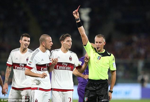 Tương tự Juventus, AC Milan  cũng đã thất bại trong trận đấu mở màn Serie A trước Fiorentina