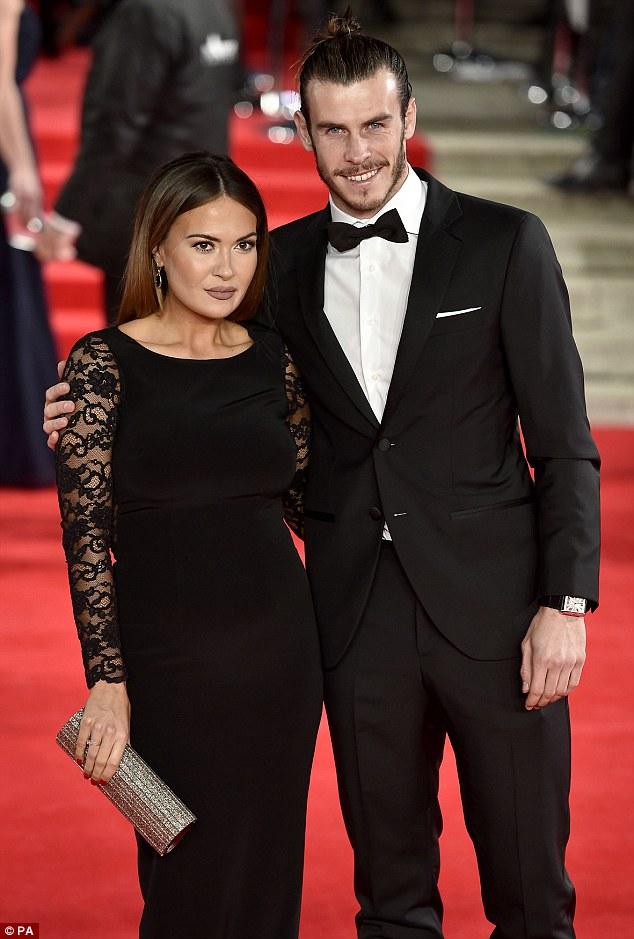 Gareth Bale và người bạn gái xinh đẹp xuất hiện rạng rỡ tại buổi công chiếu phim Spectre