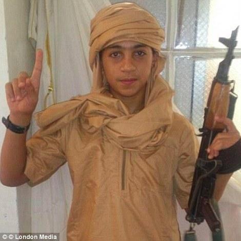 Younes, cậu em trai 13 tuổi của Abdelhamid Abaaoud, được chính anh trai mình tuyển mộ vào lực lượng của tổ chức Nhà nước Hồi giáo tự xưng (IS)