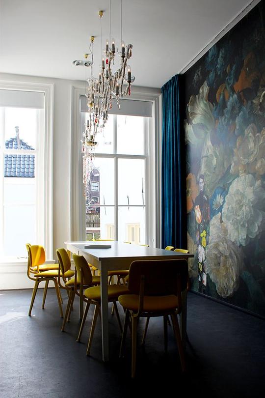 Tạo nên một không gian nghệ thuật ấn tượng trên một mảng tường của khu vực phòng ăn