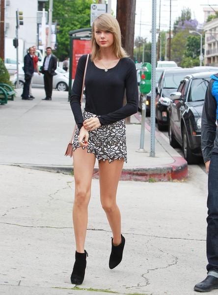 Taylor Swift là một trong những ca sỹ có vóc dáng chuẩn nhất tại Hollywood.