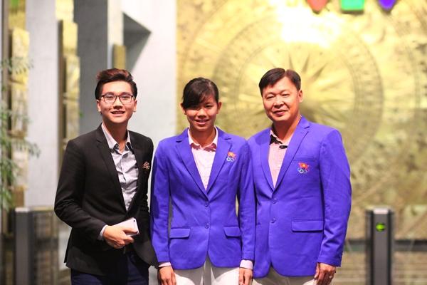 MC Công Tố và 2 thầy trò Ánh Viên gặp nhau trước chương trình