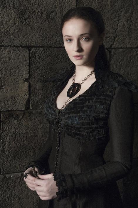 Nhân vật Sansa Stark mang đậm phong cách cổ điển và huyền bí với tông màu đen.