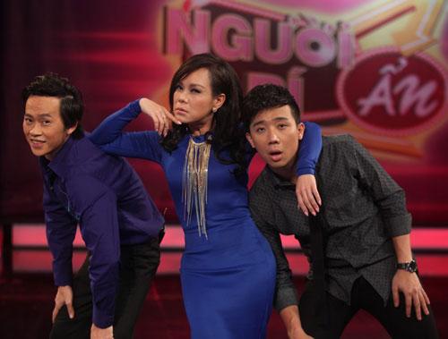 Bộ 3 Hoài Linh, Việt Hương, Trấn Thành trong chương trình Người bí ấn