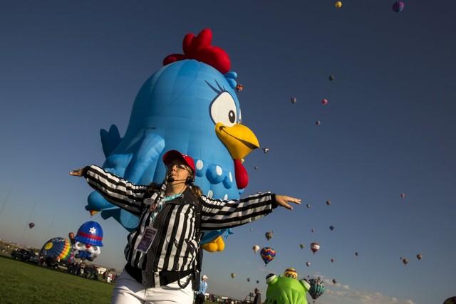 Ngày hội khinh khí cầu quốc tế cũng là ngày của tuổi thơ khi rất đông du khách nhí tới dự.