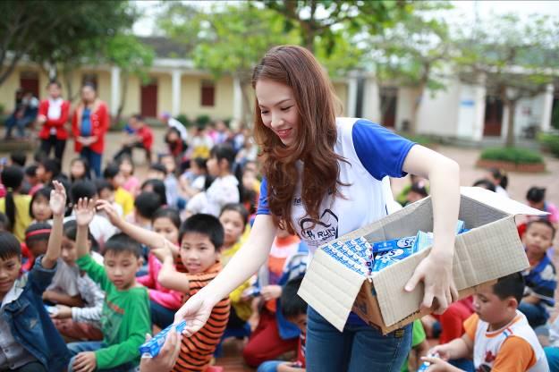 MC Đan Lê đồng hành cùng chương trình Bảo vệ nụ cười Việt Nam.