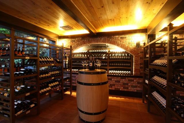 Sesan còn có một hầm rượu vang sang trọng (Ảnh: Trí Thức Trẻ)