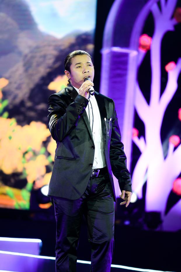 Kasim Hoàng Vũ xuất hiện với giọng hát trầm ấm và cao vút trong ca khúc Em đã thấy mùa xuân chưa?