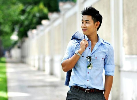 Vẻ điển trai của MC Nguyên Khang.