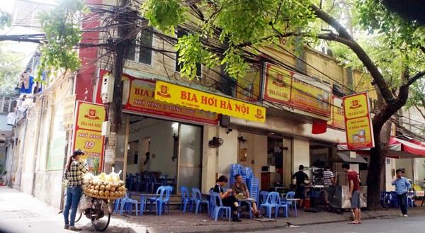 Rạp chiếu phim Đặng Dung bây giờ trở thành quán bán bia.