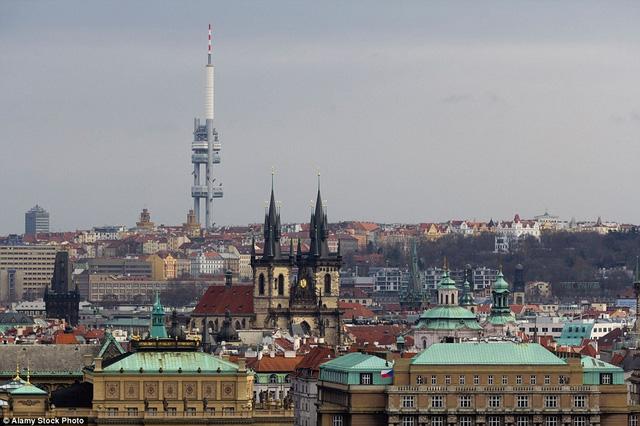 Tháp Truyền Hình Zizkov nằm tại thành phố Prague, Cộng hòa Czech, do hai kiến trúc sư Áclav Aulický và Jiří Kozák, tòa nhà được mở cửa vào năm 1992.