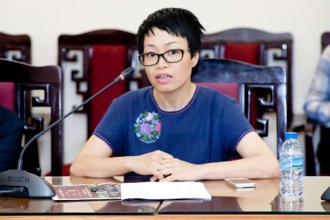 Nhà báo Quỳnh Hương.