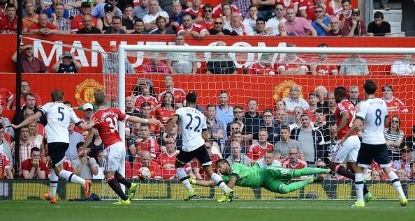 Romero có màn ra mắt ấn tượng với hàng loạt tình huống cứu thua ngoạn mục