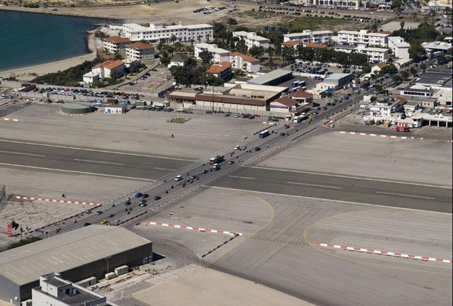 Đại lộ Winston Churchill vẫn hoạt động bình thường khi không có chuyến bay