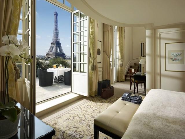 Khách sạn Shangri-La sang trọng với cửa nhìn ra tháp Eiffel ở Paris, Pháp