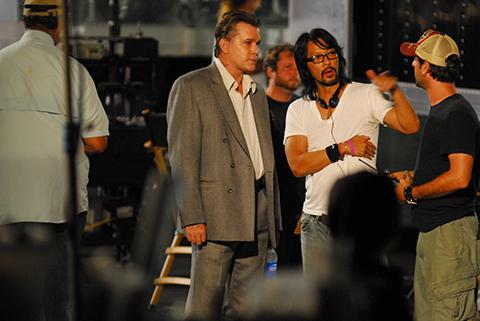 Timothy Linh Bùi chỉ đạo diễn xuất cho tài tử Ray Liotta.