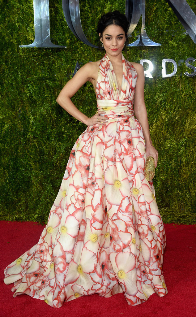 Vanessa Hudgens quyến rũ và nữ tính trong thiết kế váy hoa của Naeem Khan.