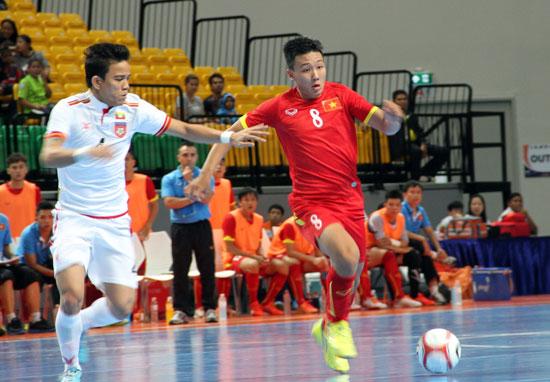 Đánh bại Myanmar, ĐT Việt Nam giành chiến thắng thứ hai liên tiếp tại giải ĐNÁ 2015. Ảnh: T.Vũ