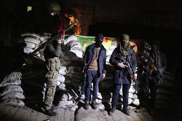 Các chiến binh người Kurd đóng quân tại Sirnak, Thổ Nhĩ Kỳ