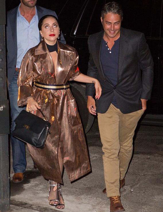 Lady Gaga miêu tả bạn trai là người chu đáo và quan tâm cho cô hết mực