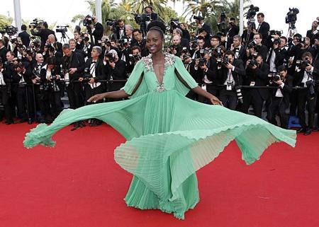 Giải Oscar đầu tiên trong sự nghiệp đã giúp nữ diễn viên Kenya trở thành ngôi sao hạng A trên thế giới.