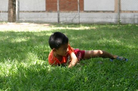 """""""Cá"""" tập ngã trên bãi cỏ"""