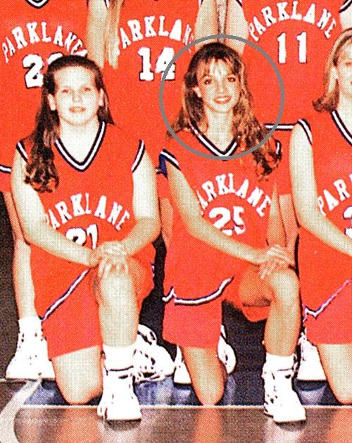 Britney Spears mang vẻ đẹp trong trẻo, cô từng là thành viên của đội bóng rổ nữ trong trường học.