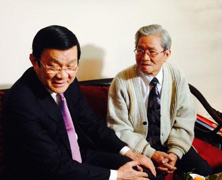 Chủ tịch nước Trương Tấn Sang đến thăm NSND Đình Quang