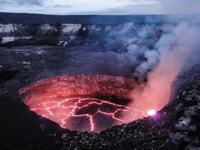 Vườn quốc gia núi lửa Hawaii nổi bật với Kilauea, một trong những ngọn núi lửa hoạt động tích cực nhất trên thế giới. Ảnh: moon.