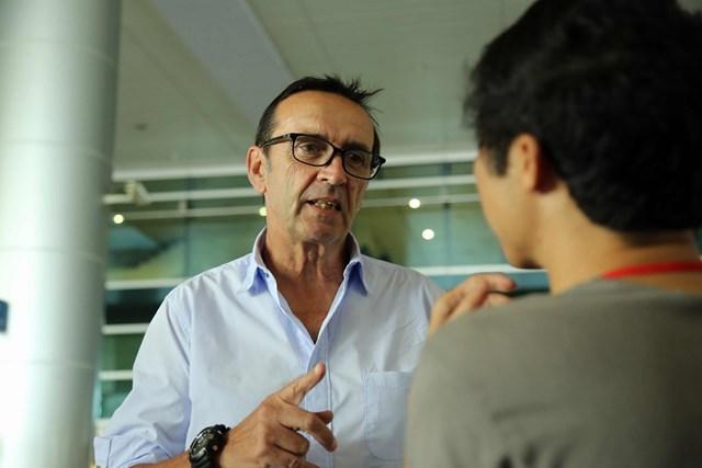 HLV trưởng người Pháp Richard Francis của U21 Singapore