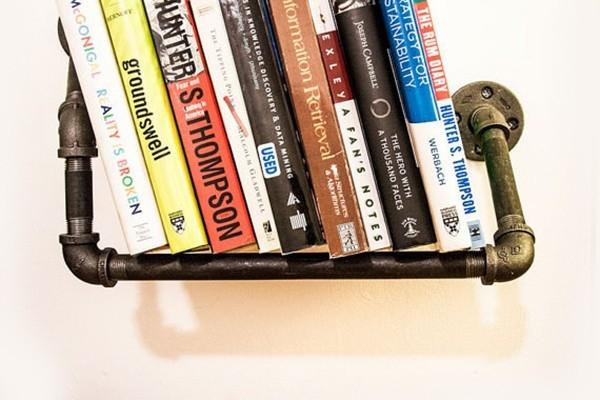Giá sách làm từ ống nước đơn giản mà hiệu quả