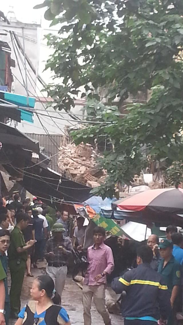 Tòa nhà chỉ còn là đống đổ nát sau khi đổ sập