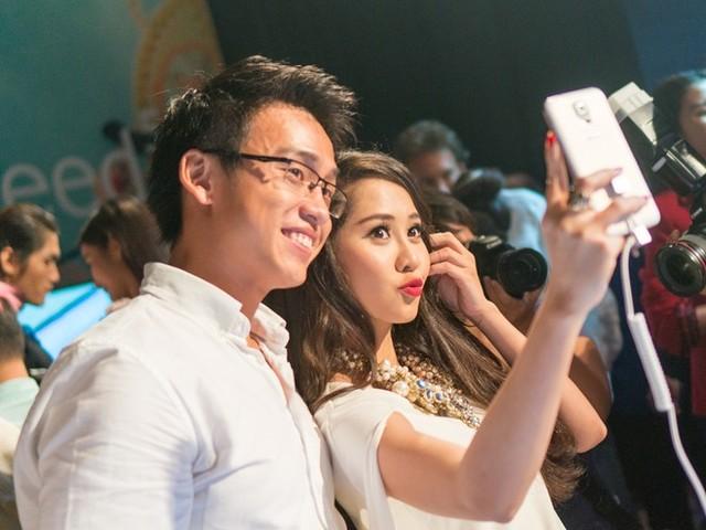 Galaxy S5 thỏa mãn sở thích selfie của nhóm người dùng trẻ, năng động (Ảnh: Trí Thức Trẻ)