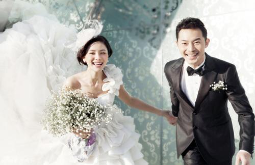 Các cặp đôi sẽ lựa chọn những bức ảnh cưới đẹp nhất để tham dự cuộc thi (Ảnh: Trí Thức Trẻ)