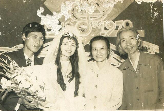 Vợ chồng nhạc sĩ Văn Cao trong ngày cưới của con trai