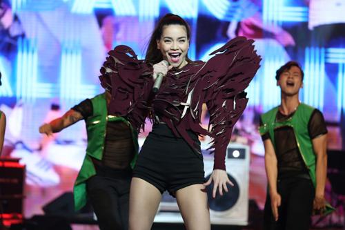 Phương Mỹ Chi giành giải thưởng 1 tỷ, Thùy Chi hát live như thu đĩa 4