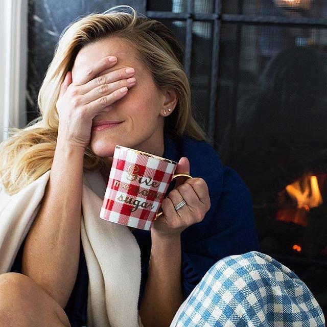 Nữ diễn viên Reese Witherspoon khoe ảnh nghỉ ngơi và yêu chiều bản thân trong dịp lễ.