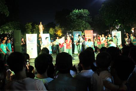 Sân khấu ca nhạc tại Vườn hoa Lý Thái Tổ