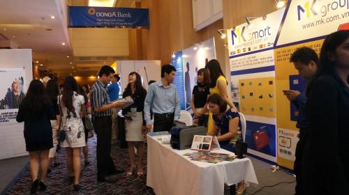 Hơn 30 gian hàng tại triển lãm tới từ nhiều đơn vị, công ty giải pháp phần mềm công nghệ của Việt Nam và thế giới (Ảnh: www:thoibaonganhang.vn)