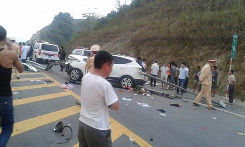 Toàn cảnh vụ tai nạn. Ảnh: Lee Dương - Otofun