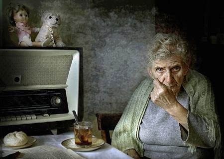 Bức ảnh chụp chân dung người mẹ của tác giả. (Ảnh: Krzysztof Kowalski)