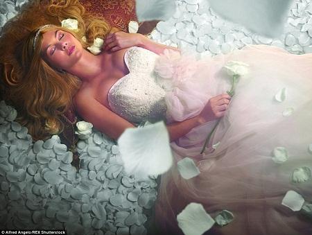 """Nàng Aurora của """"Người đẹp ngủ trong rừng"""" đã truyền cảm hứng cho một mẫu thiết kế."""