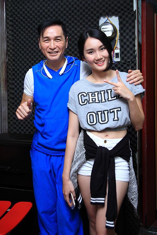 Nguyễn Hưng và Mỹ An - Kiện tướng dancesport 19 tuổi. Trong chương trình, họ vừa hát vừa khiêu vũ Chờ một tiếng yêu