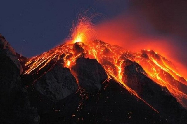Núi lửa Kilauea thuộc Vườn quốc gia núi lửa Hawaii đã phun trào liên tục kể từ năm 1983 đến nay. Ảnh: Hpr.