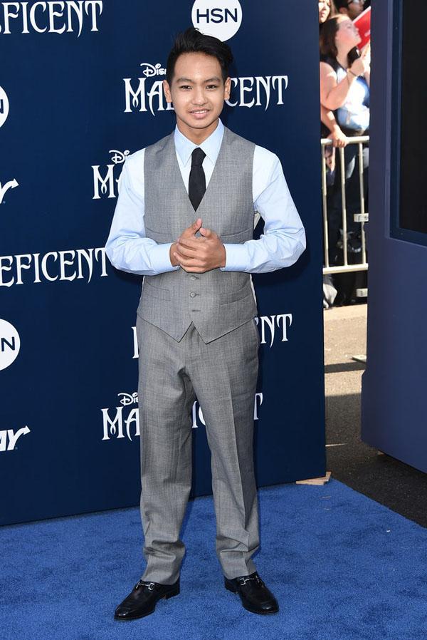 Trong khi đó, Maddox Jolie-Pitt là con trai cả của Angelina Jolie và Brad Pitt. Anh chàng đã không ít lần xuất hiện cùng cha mẹ trên thảm đỏ. Mang nét đẹp của người châu Á, Maddox còn luôn tỏ ra khá già dặn.