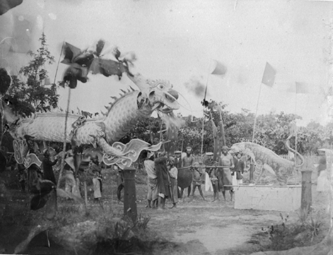 Múa lân sư rồng tại Quy Nhơn, năm 1887.