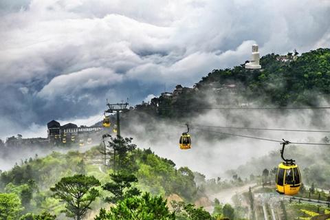 Chung khảo hạng mục Hình ảnh biến đổii: Ảnh của Nguyễn Trang chụp màn sương mù phủ lên khung cảnh ở Bà Nà Hill, Đà Nẵng vào tháng 4/2014, bằng máy Canon EOS 6D. Cáp treo Bà Nà đang giữ kỷ lục tuyến cáp treo dài nhất và cao nhất thế giới.