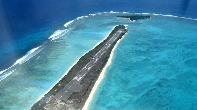 Sân bay Agatti Aerodrome ở Ấn Độ nằm chơi vơi giữa biển khơi. Khi đáp xuống đường băng, du khách có cảm giác như đâm thẳng xuống biển.