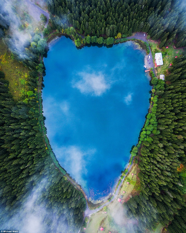 Hồ Karagol hình trái tim nổi tiếng nằm ở phía Đông Bắc Thổ Nhĩ Kỳ
