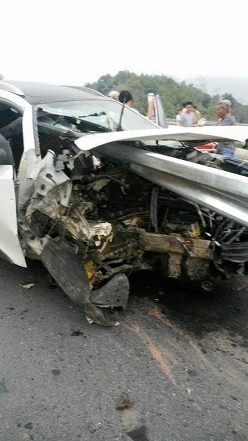 Chiếc xe nát bét sau vụ tai nạn. Ảnh: Đinh Mạnh Thắng - Otofun